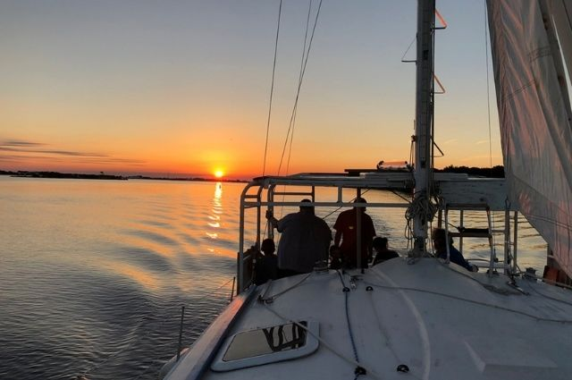 Sightseeing private sailing charter in Destin, FL