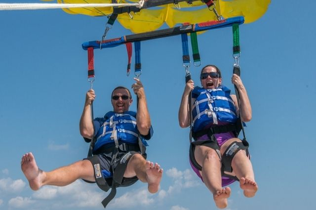Spending quality time while parasailing in Destin-FWB