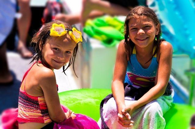 children enjoying a kid-friendly snorkeling excursion in Destin