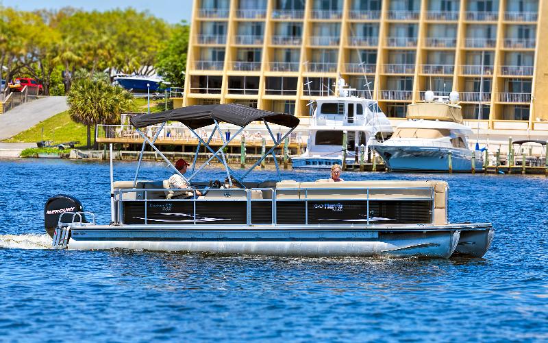 pontoon boat in destin harbor