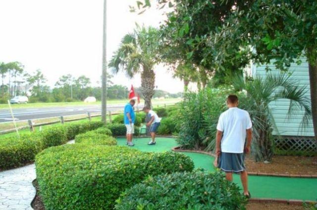 putting course at the Golf Garden of Destin